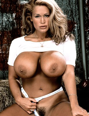Blonde with huge tits didos her twat 7